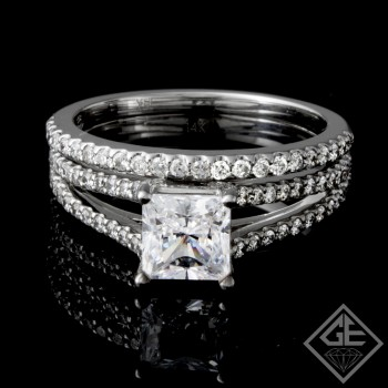 Ladies Diamond Bridal set Ring with 0.45 carat Round brilliant cut side diamonds.