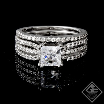 Ladies Diamond Bridal set Ring with 0.66 carat Round  brilliant cut side diamonds.