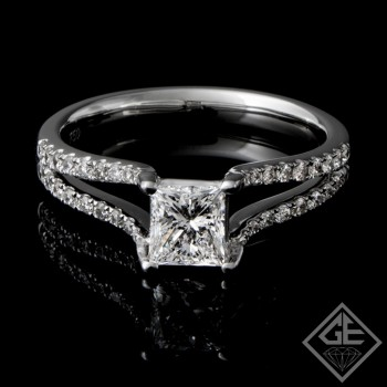0.28 carat Round Brilliant Cut Diamond Engagement Ring 18k Gold